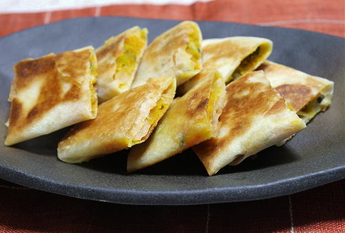 今日のキムチ料理レシピ:かぼちゃとキムチの春巻き