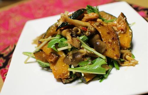 今日のキムチ料理レシピ:かぼちゃとキノコとキムチのハニースタードサラダ