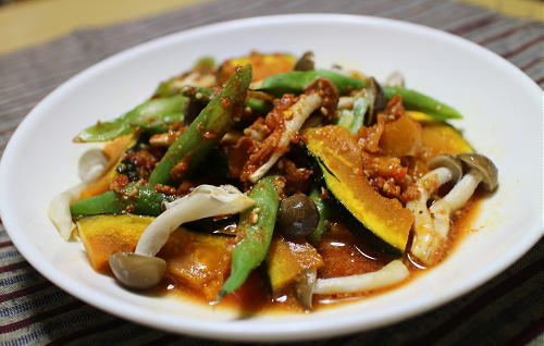今日のキムチ料理レシピ:カボチャといんげんのピリ辛ごま酢和え