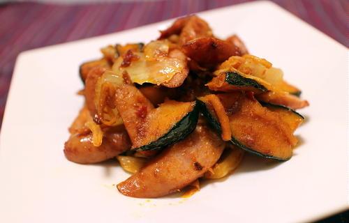 今日のキムチ料理レシピ:かぼちゃとソーセージのキムチケチャップ炒め