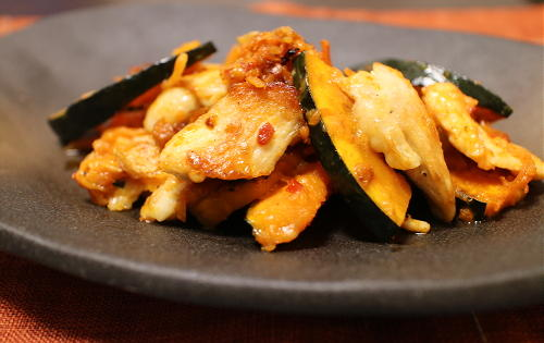 今日のキムチ料理レシピ:鶏肉とかぼちゃとキムチのチーズ炒め