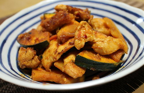 今日のキムチレシピ:鶏肉とかぼちゃのキムチ味噌炒め