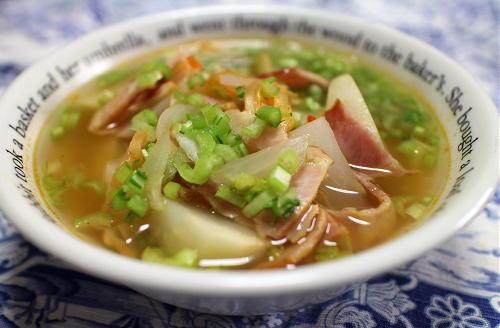 今日のキムチ料理レシピ:かぶとベーコンのキムチスープ
