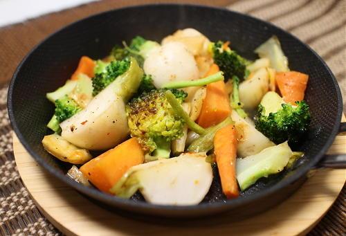 今日のキムチ料理レシピ:カブとブロッコリーとキムチの甘酢炒め