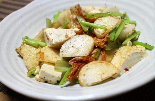 今日のキムチ料理レシピ:カブと豆腐のキムチ炒め