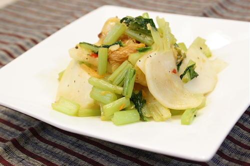 今日のキムチ料理レシピ:カブとキムチの炒め物