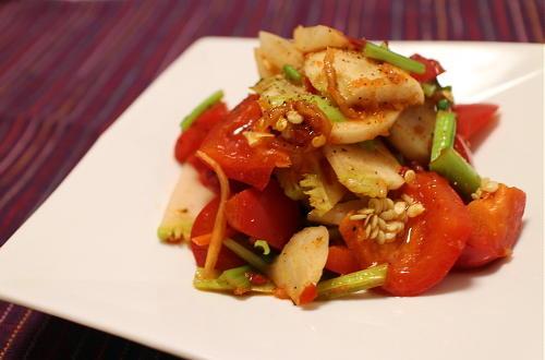 今日のキムチ料理レシピ:カブとパプリカのピリ辛サラダ