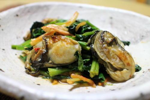 今日のキムチ料理レシピ:カキとほうれん草のキムチ炒め