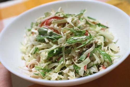 今日のキムチ料理レシピ:キャベツとカニカマのピリ辛サラダ