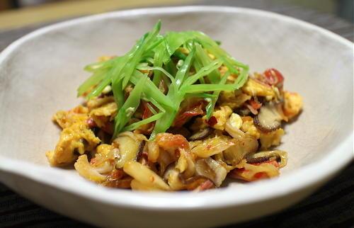 今日のキムチレシピ:カニカマとキムチの卵炒め