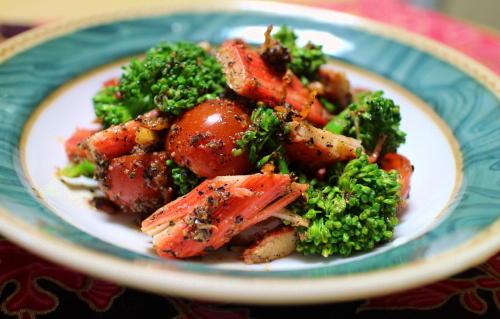 今日のキムチ料理レシピ:トマトとキムチの胡麻和え