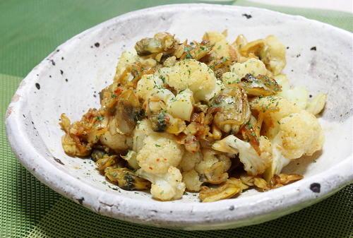 今日のキムチ料理レシピ:カリフラワーのあさりキムチ炒め