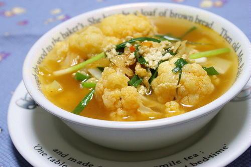 今日のキムチ料理レシピ:カリフラワーとキムチのスープ