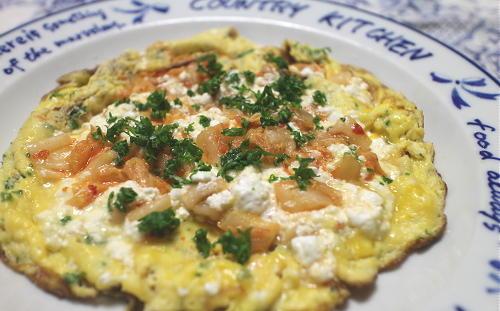今日のキムチ料理レシピ:カッテージチーズとキムチのオープンオムレツ