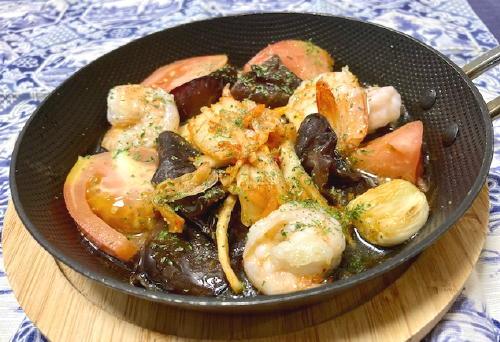 今日のキムチ料理レシピ:エビときくらげのキムチアヒージョ