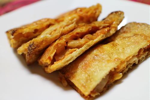 今日のキムチ料理レシピ:キムチーズのお揚げ焼き