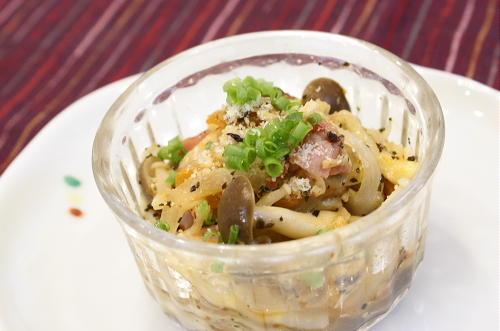 今日のキムチ料理レシピ:きのことキムチのココット