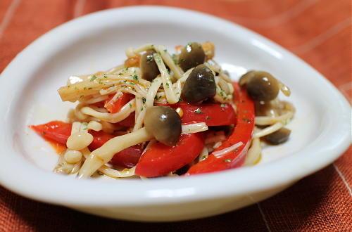 今日のキムチ料理レシピ:きのことパプリカのピリ辛マリネ