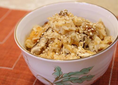 今日のキムチ料理レシピ:味噌バター風味のきのことキムチの炊き込みご飯