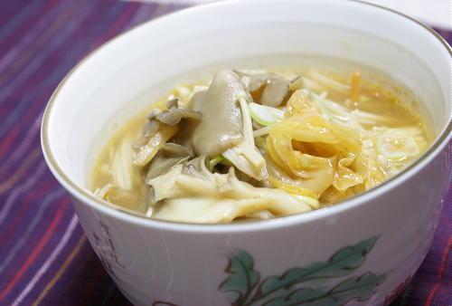 今日のキムチ料理レシピ:きのこたっぷりのキムチ味噌汁