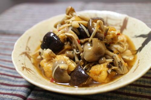 今日のキムチ料理レシピ:きのこのピリ辛煮