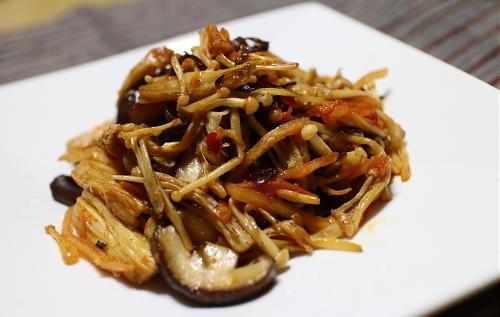 今日のキムチレシピ:きのこのキムチ塩昆布炒め