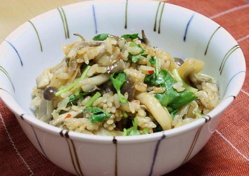 今日のキムチ料理レシピ: きのことキムチの炊き込みご飯