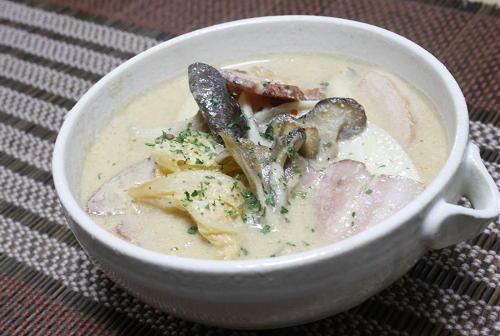 今日のキムチ料理レシピ: きのことキムチの豆乳スープ