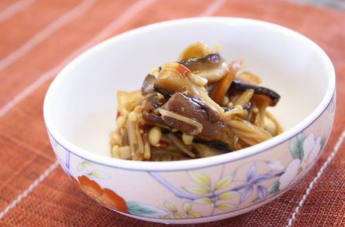 今日のキムチ料理レシピ:きのこのピリ辛甘煮