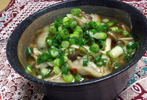 今日のキムチ料理レシピ:キノコたっぷり梅キムチ汁