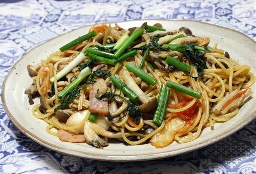 今日のキムチ料理レシピ:キムチときのこの和風パスタ