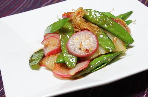 今日のキムチ料理レシピ:絹さやとキムチの甘酢炒め