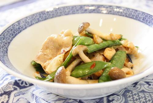 今日のキムチ料理レシピ:絹さやとキムチのマヨネーズ炒め