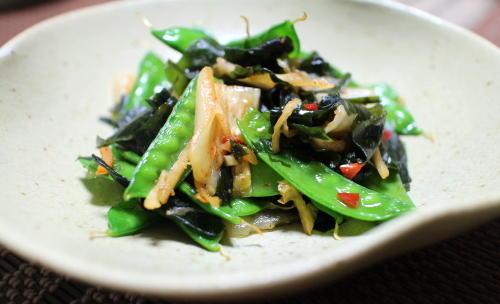 今日のキムチレシピ:絹さやとワカメのキムチ炒め