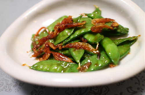 今日のキムチ料理レシピ:きぬさやと桜エビのピリ辛炒め