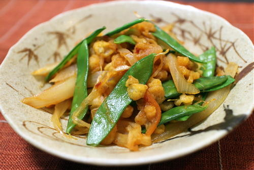 今日のキムチ料理レシピ:絹さやと揚げ玉のピリ辛煮