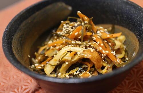 今日のキムチ料理レシピ:切り昆布とちくわのキムチ煮