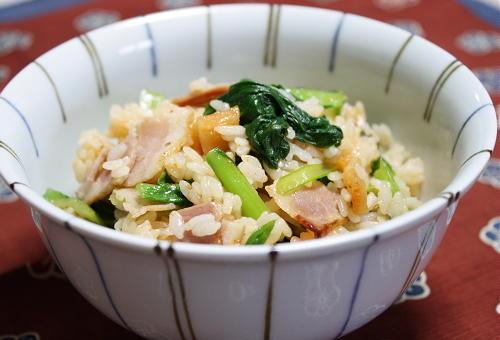 今日のキムチ料理レシピ:小松菜とキムチの混ぜご飯