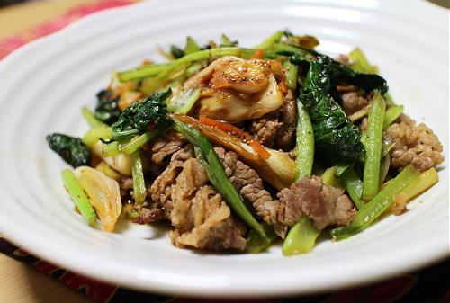 今日のキムチ料理レシピ:牛肉と小松菜の甘辛キムチ炒め