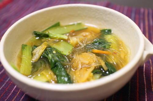 今日のキムチ料理レシピ:小松菜とキムチの春雨スープ