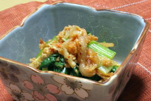 今日のキムチ料理レシピ:小松菜とキムチのごまあえ