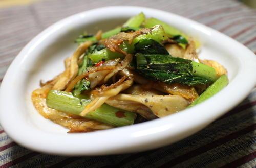 今日のキムチレシピ:小松菜と舞茸のキムチ炒め