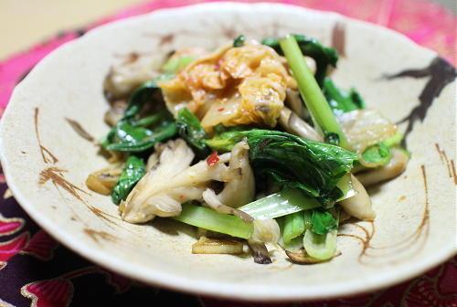 今日のキムチ料理レシピ:小松菜とまいたけのキムチ炒め