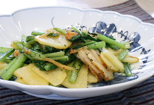 今日のキムチ料理レシピ:ジャガイモと小松菜とキムチのバジル炒め