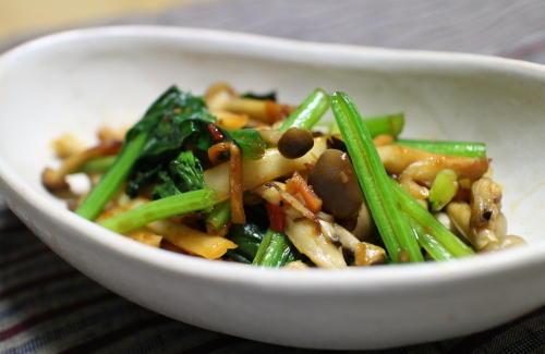 今日のキムチレシピ:小松菜としめじのバターキムチ炒め
