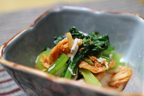 今日のキムチ料理レシピ:小松菜とキムチのシラス和え