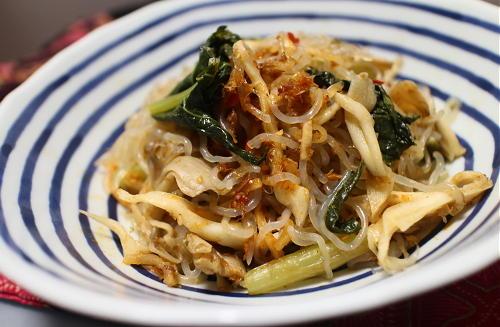今日のキムチ料理レシピ:小松菜とまいたけのピリ辛したらき