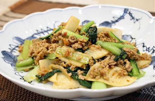 今日のキムチ料理レシピ:小松菜とたけのこのピリ辛ひき肉炒め