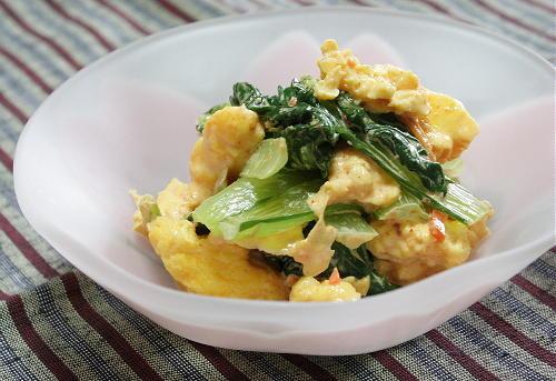 今日のキムチ料理レシピ:小松菜と卵のピリ辛マヨ和え