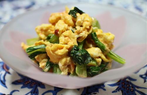 今日のキムチ料理レシピ:小松菜と卵のピリ辛梅マヨ